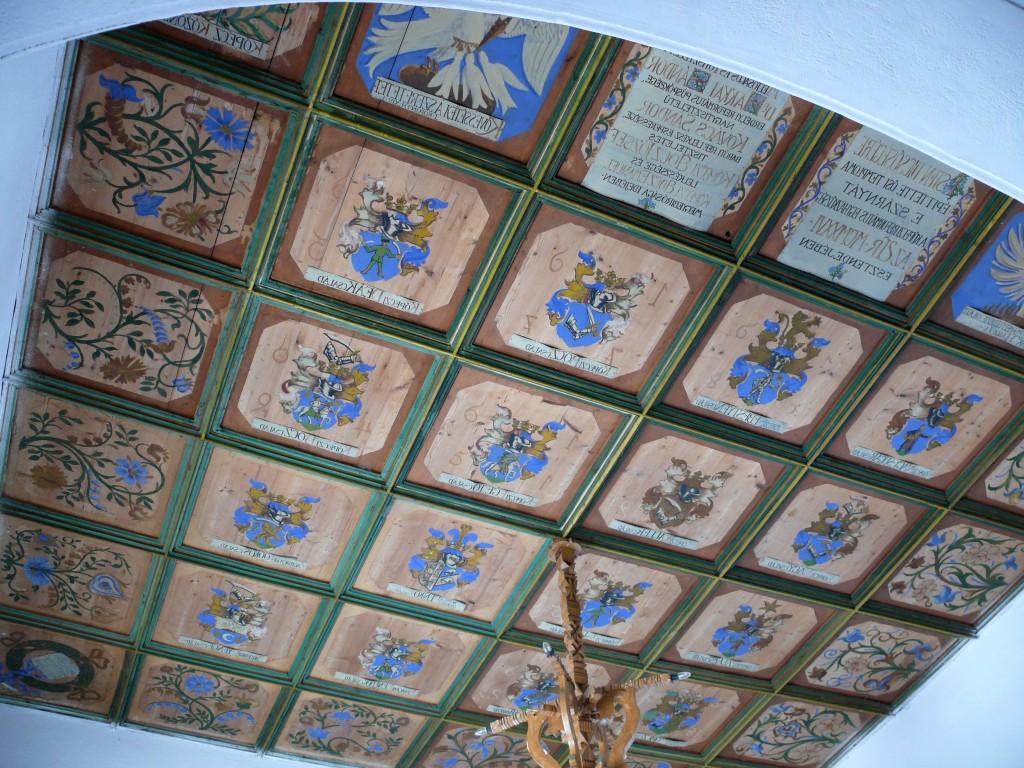 Keöpeczi Sebestyén József címerei a köpeci templom kazettás mennyezetén. Szekeres Attila István felvétele